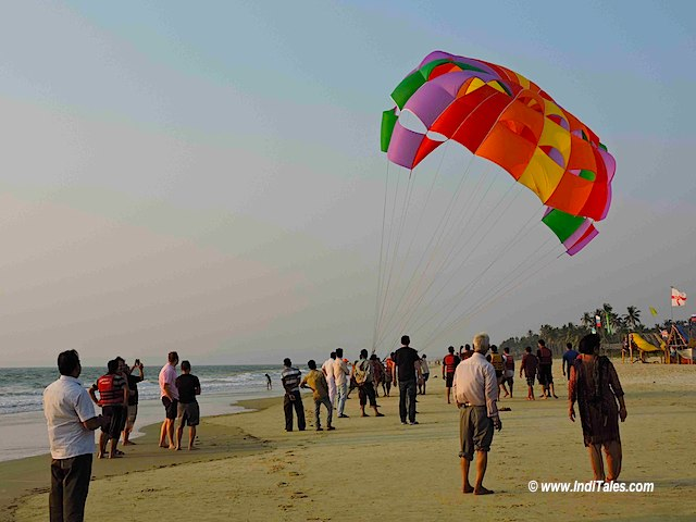 Parasailing - Long Weekend in Goa - Holidays