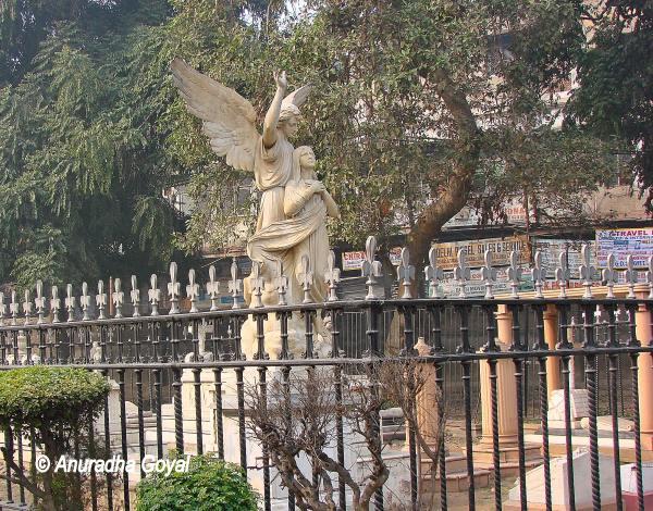 Statue at the graveyard of Skinner family at St James Church, Delhi