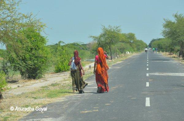 traditional women of Gujarat