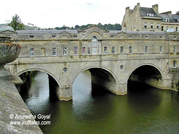 Pulteney Bridge on River Avon, Bath, UK