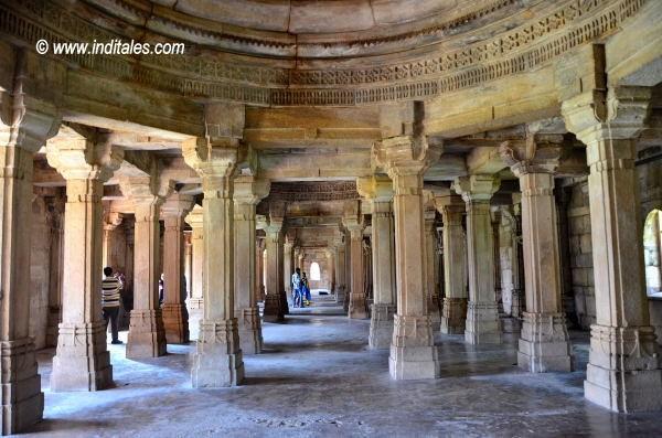 Pillars inside Sahar Ki Masjid Champaner