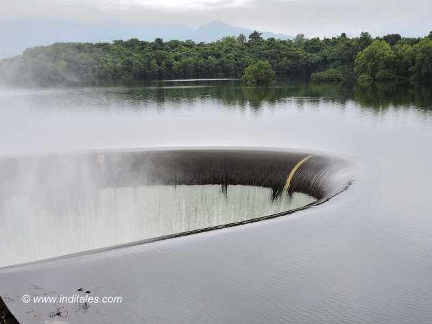 Duckbill Spillway of overflowing Salaulim Dam