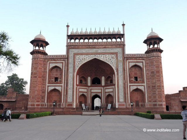 entrance gate of taj mahal, agra