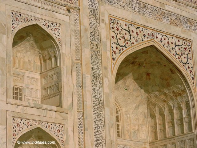 Details of front face of Taj Mahal