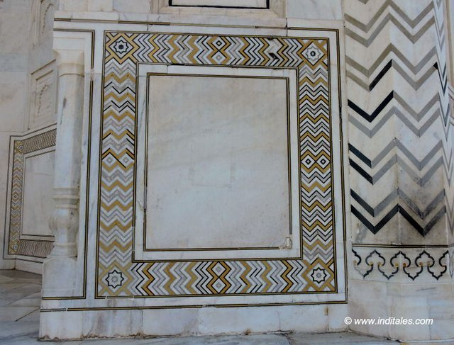Plain Squares with geometric borders at Taj Mahal