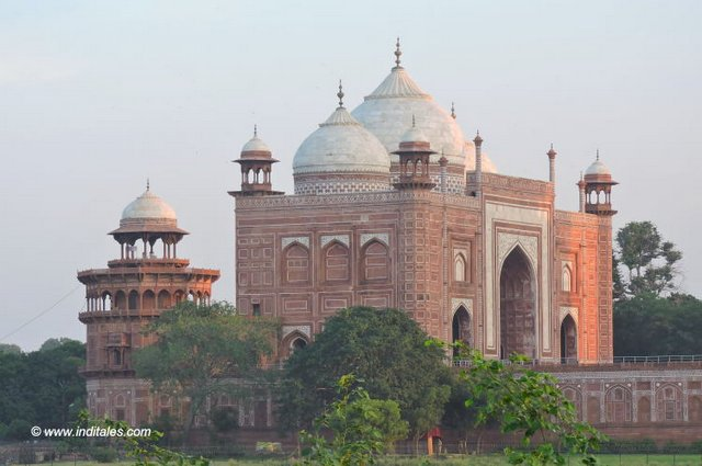 Mirror image of Mosque to give symmetry to Taj Mahal, Agra