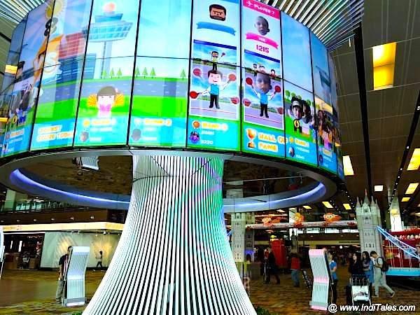 Social tree at Changi Airport Terminal 1