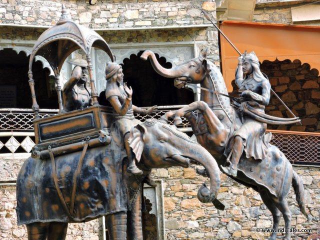 Sculpture depicting Battle of Haldighati