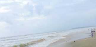 Ganpatipule beach - in front of Ganpati temple