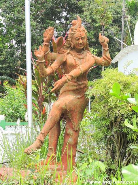 Shiva idols in the lawns of Madan Mohan Bari