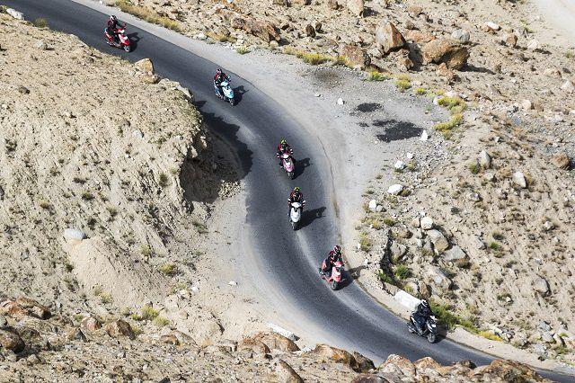 हिमालय की सर्पीली सड़कें