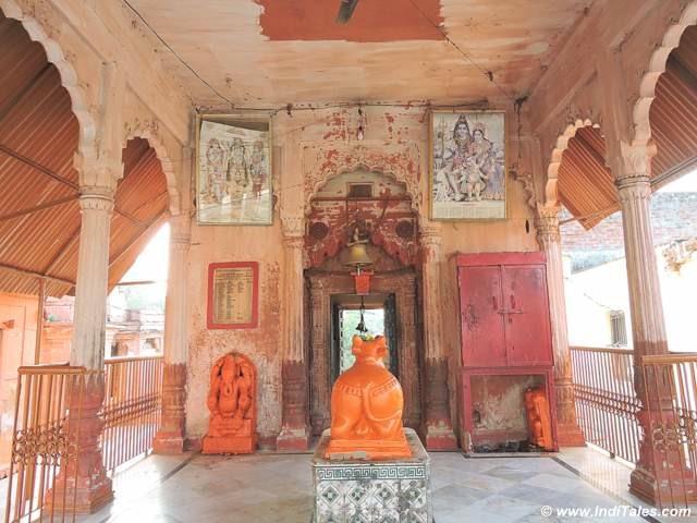 Mahadev temple at Kapildhara