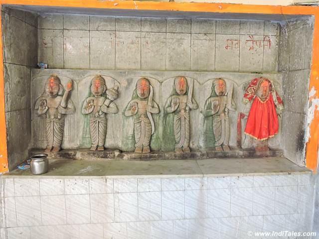 Pandav & Draupadi sculpture at Shivpur Padav