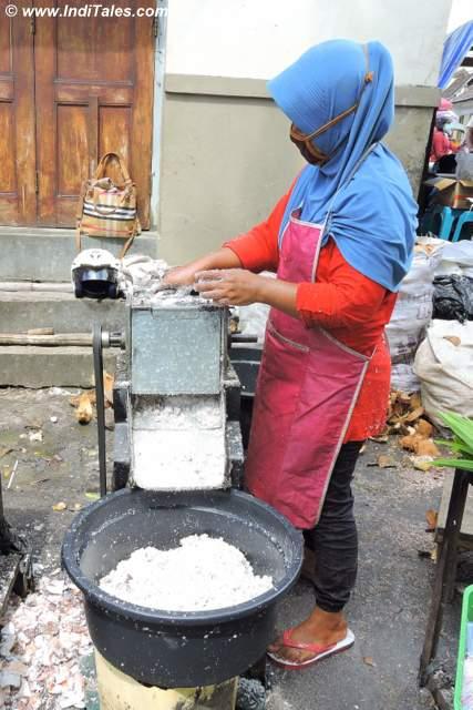 Coconut grating Machine, kotagede