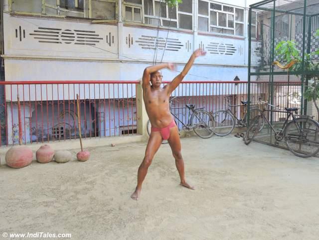 Mewa Ram ji senior most wrestler exercising