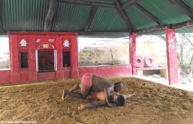 Kushti in-progress at Tulsi Akhada