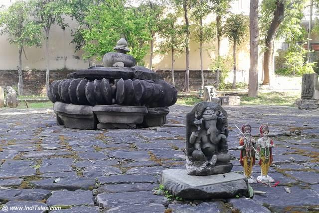भीमा देवी मंदिर की पीठिका अवन अमलका