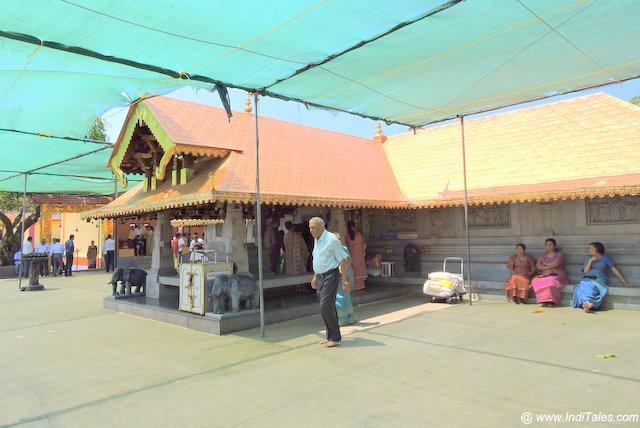पडी इग्गुथप्पा मंदिर परिसर