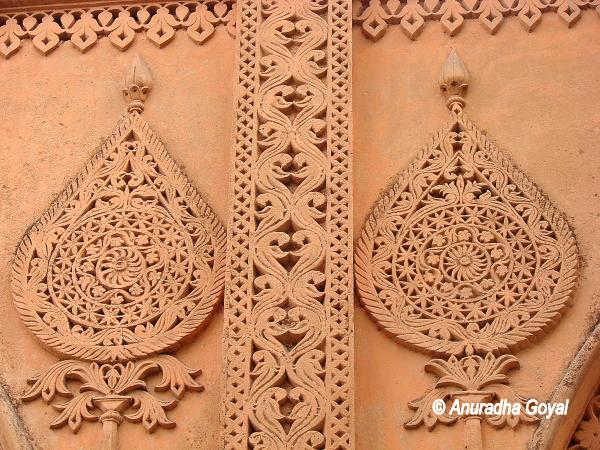 Carvings on Bangalore Palace Walls
