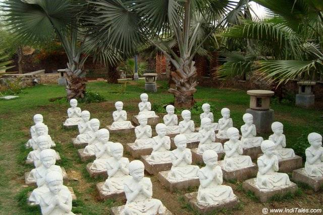 Praying Kids sculptures