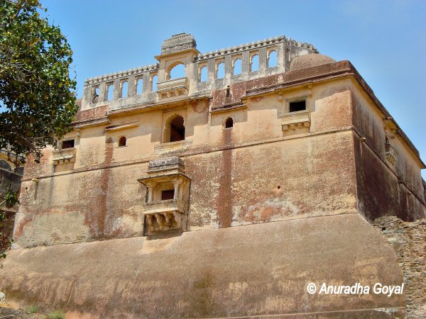 Kumbhalgarh Fort part built on rocks