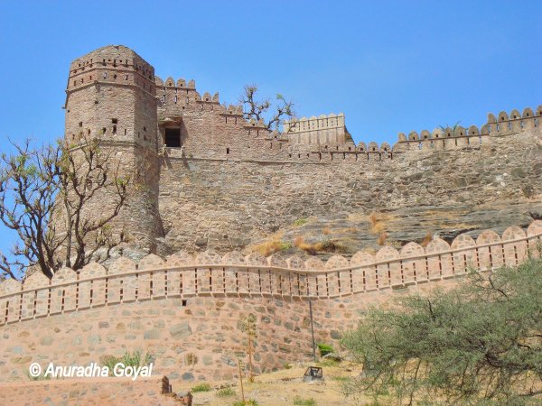 Kumbhalgarh fort view while climbing the stairs