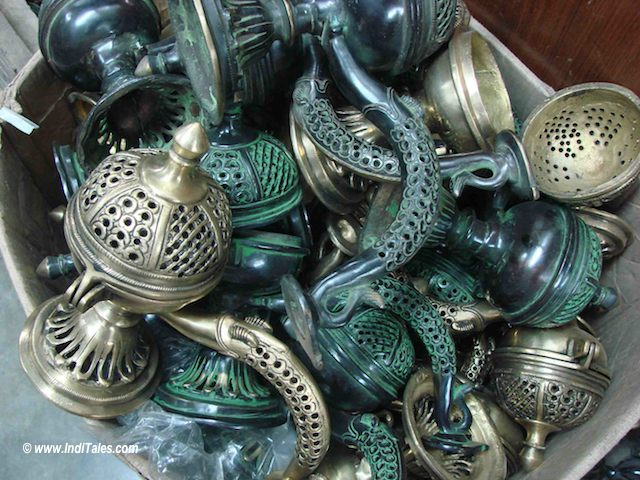 Brassware at Chawri Bazaar, Old Delhi - Shopping India Souvenirs