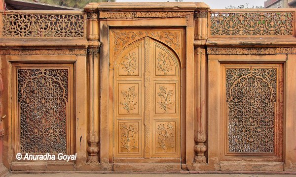 Carvings on tomb of Ghaziuddin Khan near Ajmeri Gate, Old Delhi