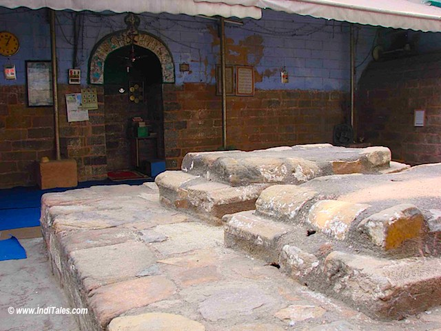 Dilapidated tomb of Razia Sultan