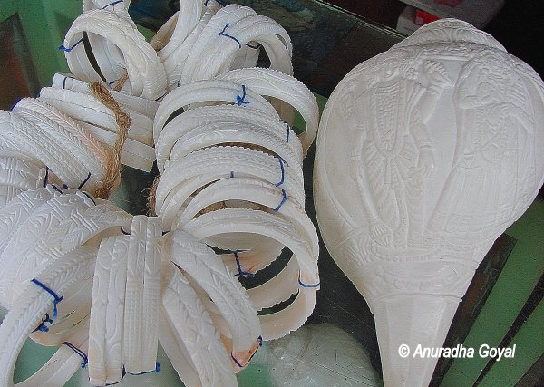 Conch shell artifacts at Art Mart of Bishnupur