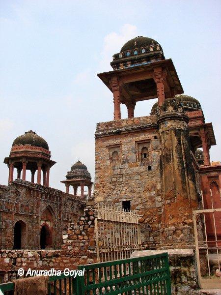 Ruins of Jahaj Mahal, South Mehrauli