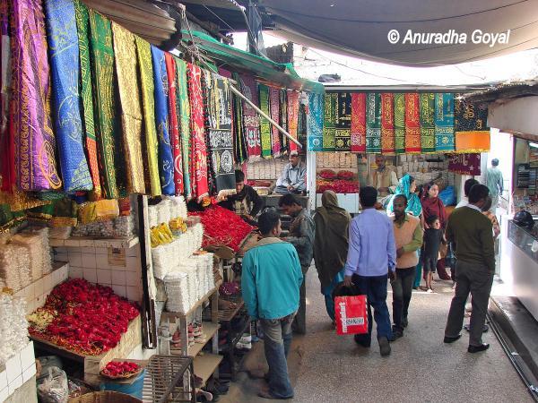 Bazaar outside Nizamuddin Aulia Dargah