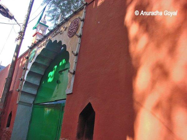 Inayat Khan Tomb, Basti Nizamuddin