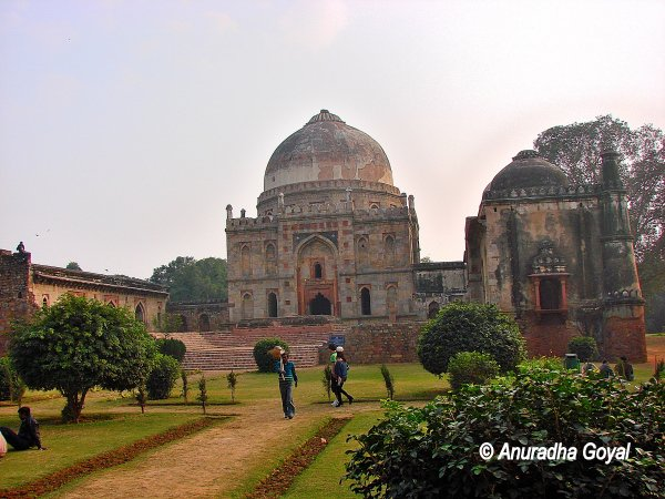 Unidentified tombs at Lodi Gardens