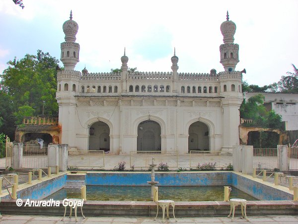 Mosque at Paigah Tombs complex