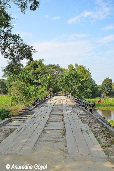 Wooden bridge en route to Satra