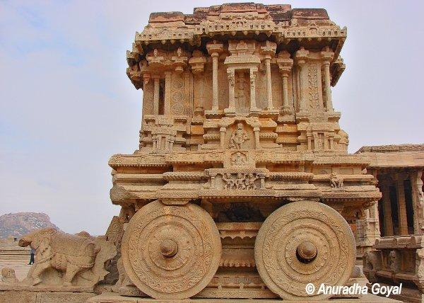 हम्पी के श्री विट्ठल मंदिर का पाषण रथ