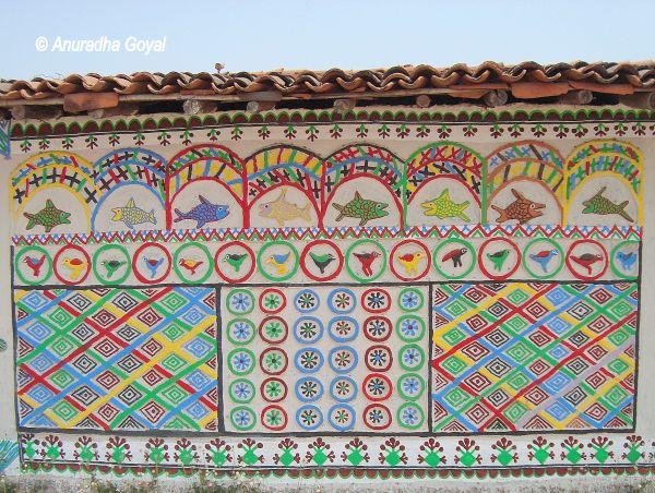 Wall murals by Award-winning artist Smt Sona Bai Rajawar