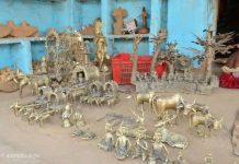 Dhokra artifacts at Ektaal crafts village