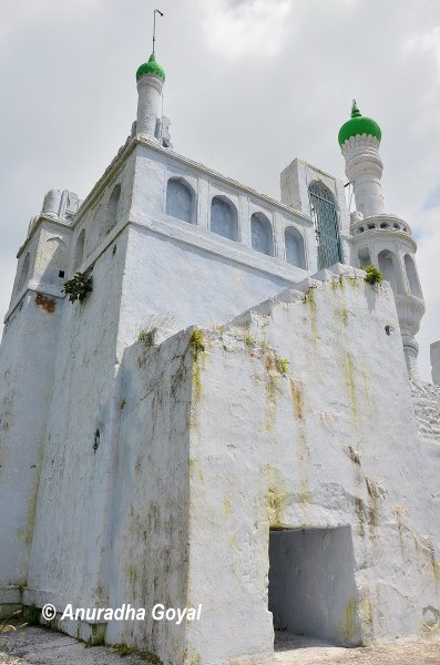 Masjid atop the fort