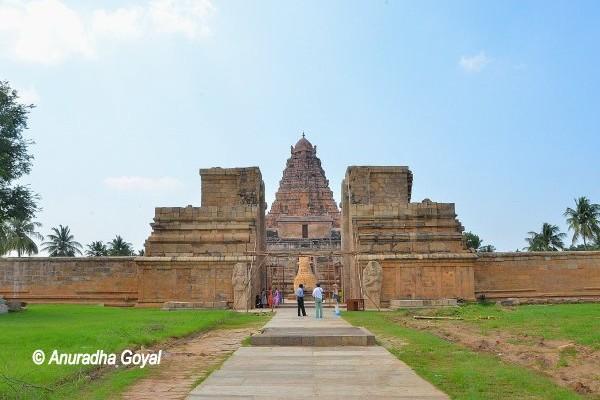 Landscape view of Brihadeeswarar Temple complex, Gangaikonda Cholapuram