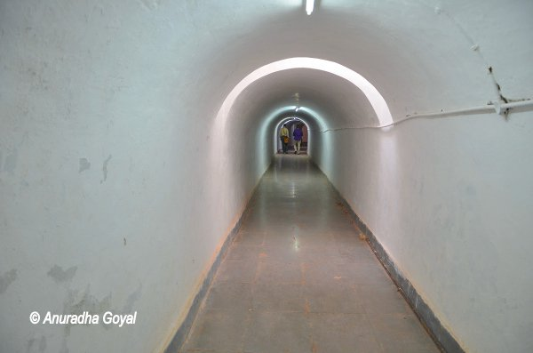 A tunnel connecting kitchen and dining hall