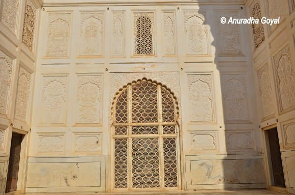 Wall with intricately carved Jaali designs at Bibi Ka Maqbara, Aurangabad
