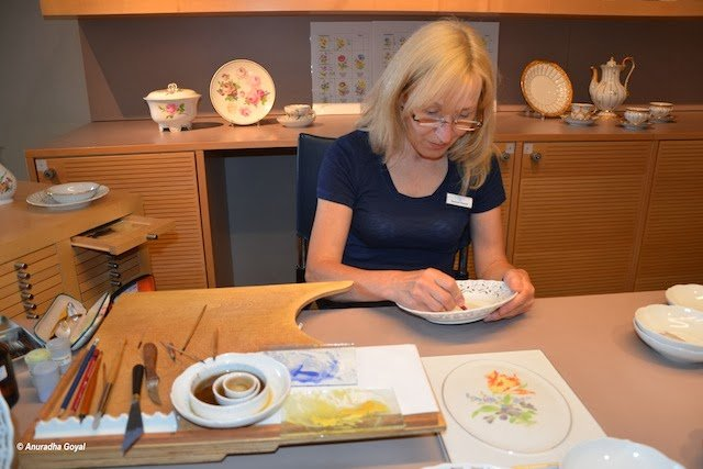 Hand painting the Meissen Porcelain products
