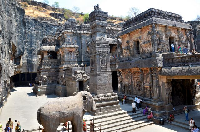 एल्लोरा का एक पत्थर से बना कैलाशनाथ मंदिर