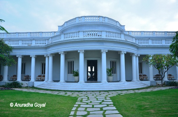Walk around to figure out the Scorpio shape design of Falaknuma Palace