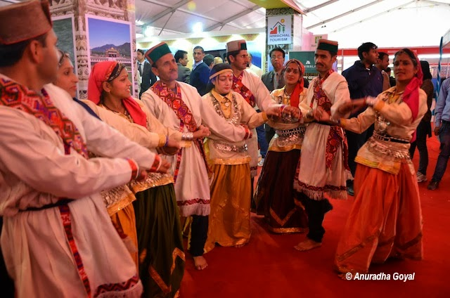 Folk artists perform at Tourism Fest 2013