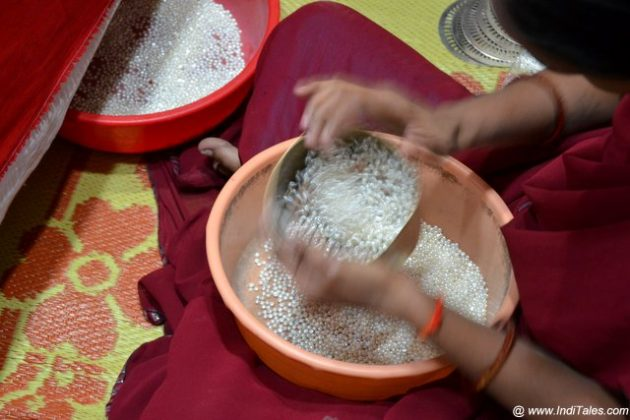 Separation of Pearls by Sieving at Laad Bazaar