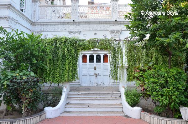 White Walls of Divan's Bungalow Ahmedabad