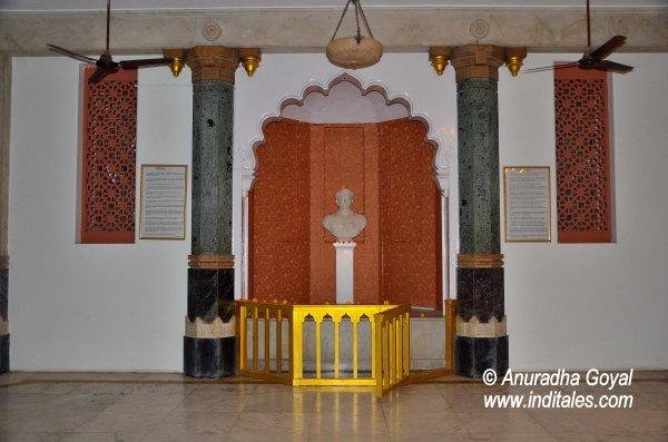 Bust of Sayaji Rao Gaikwad at Kirti Mandir